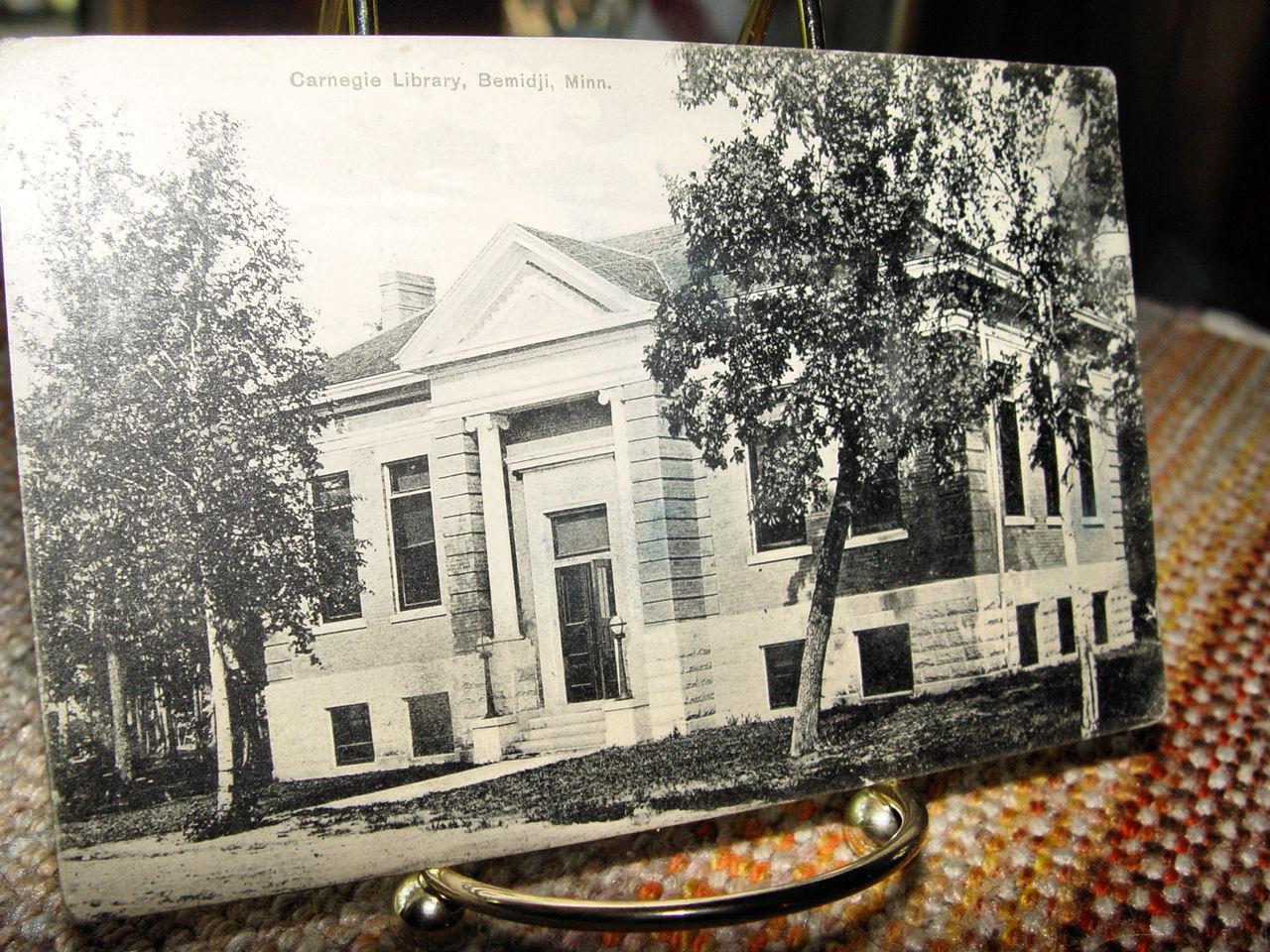 Antique white porcelain                                         Vienna Austria footed bowl
