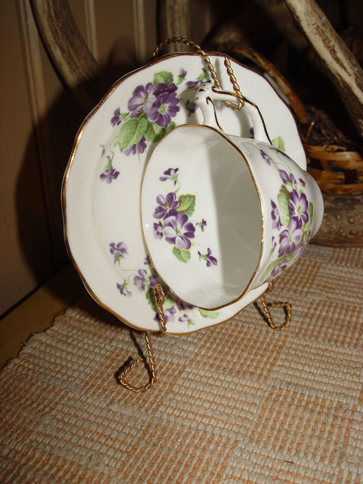 Old Royal Bone China                                         England ~ Purple Flowers,                                         Greenleaves, Scalloped #2986 Cup                                         & Saucer